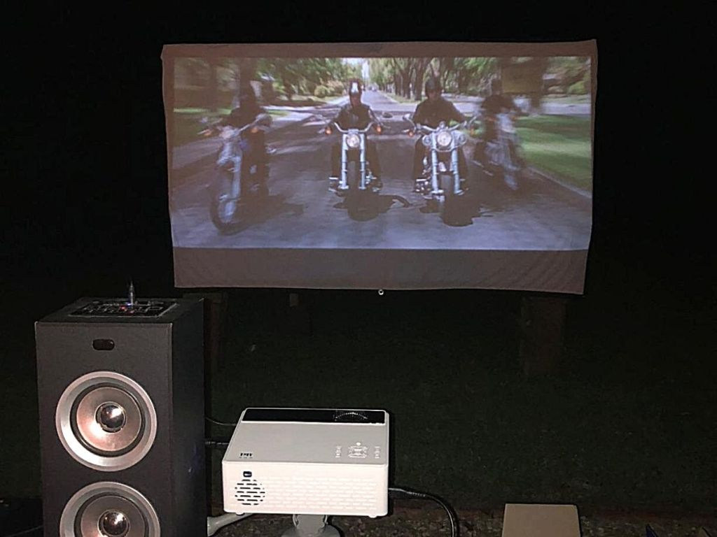 mini projector and screen