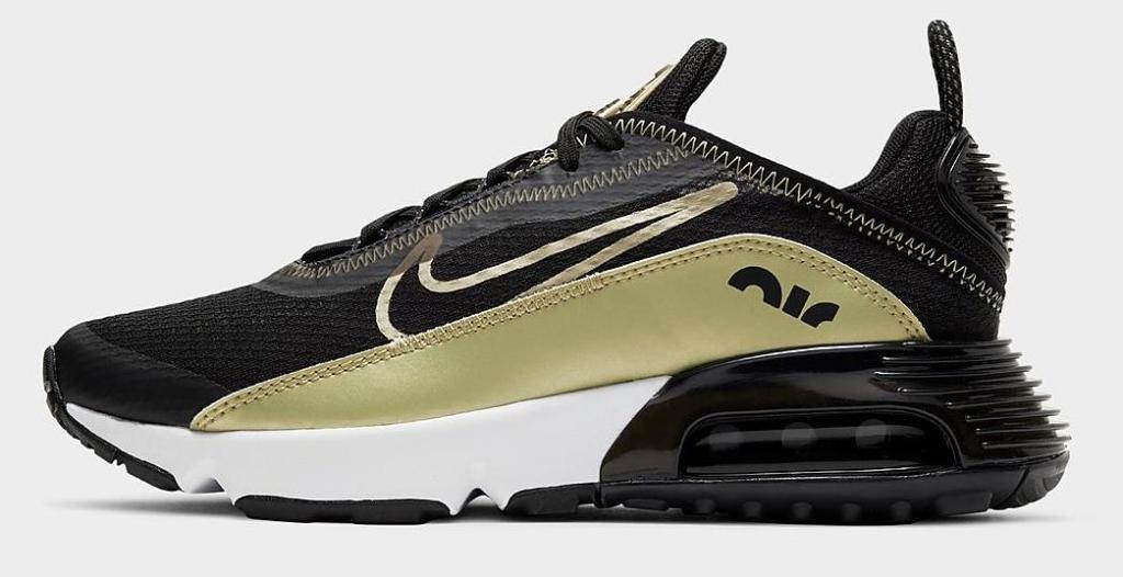 nike kids airmax shoe black and gold