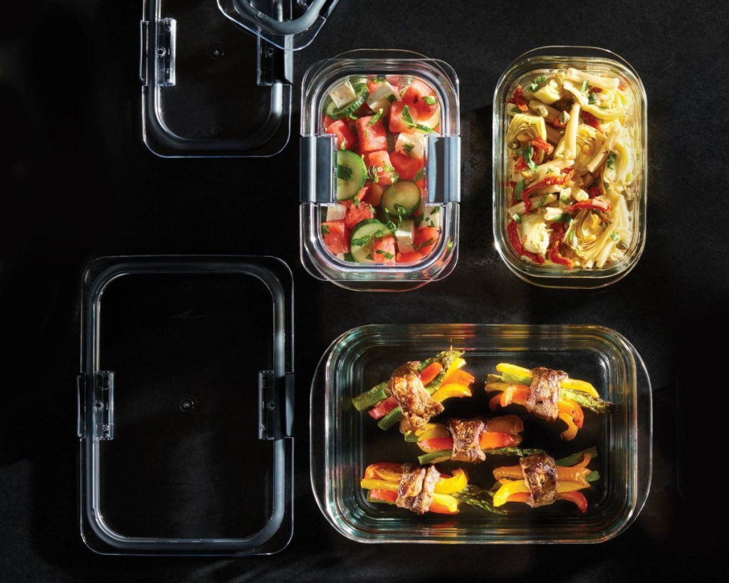 rubbermaid brilliance 4-cup size with food in them