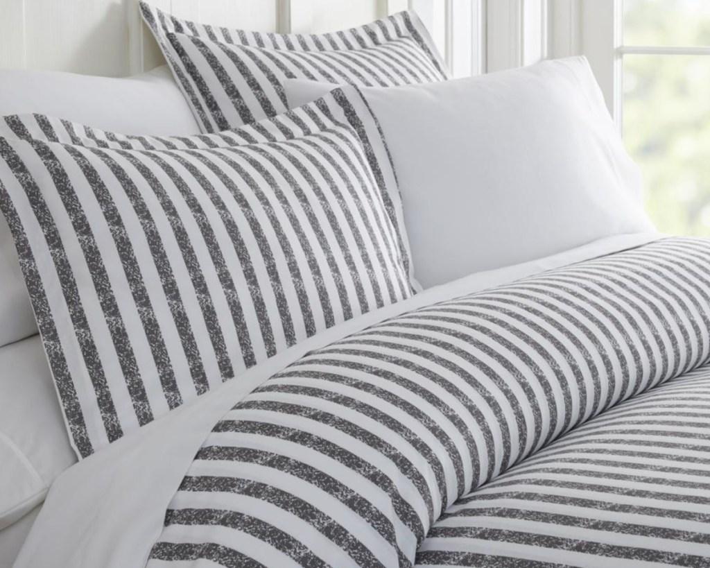 striped duvet set