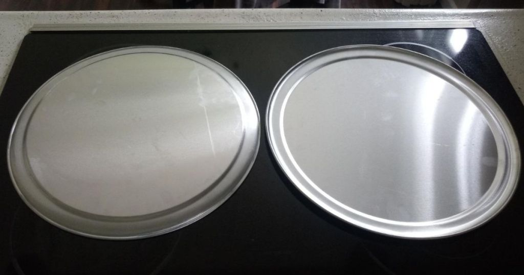 2 American Metalcraft Pizza Pans