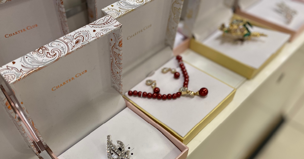In-store display of jewelry