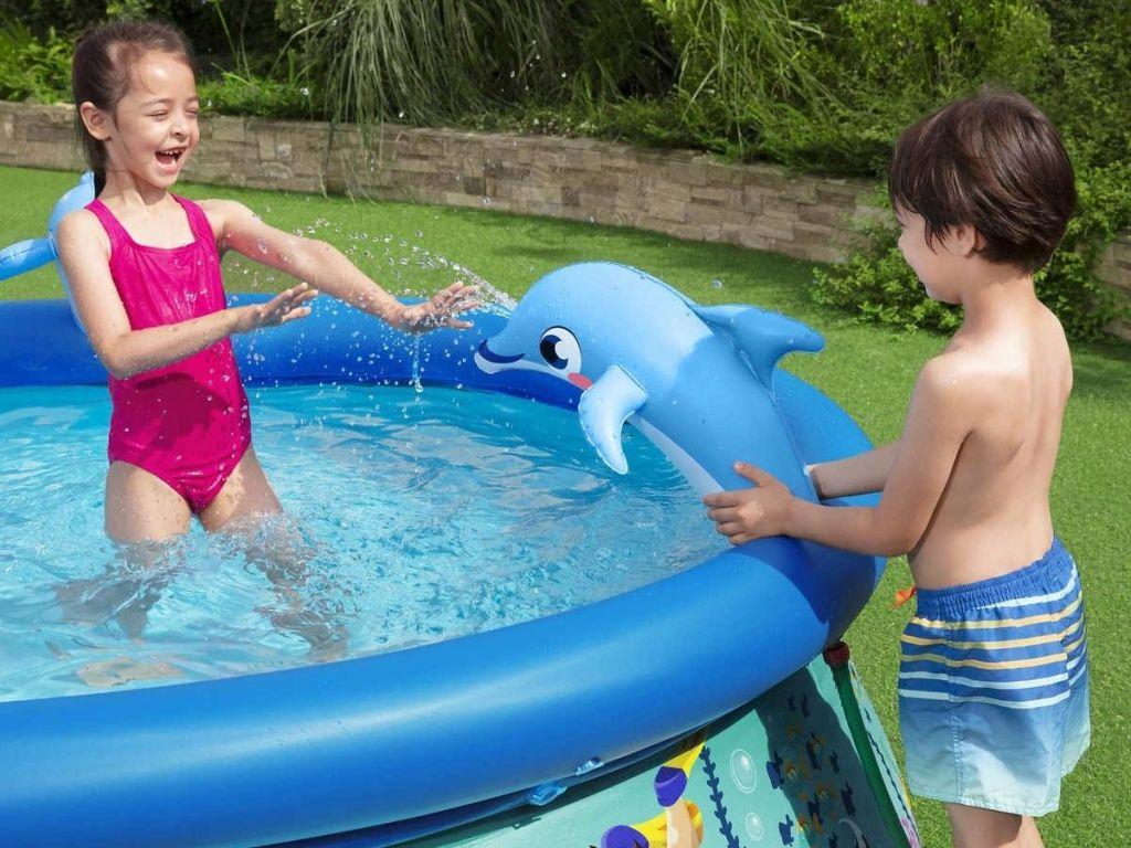 kids playing in H2OGO! Costco Splash Pool