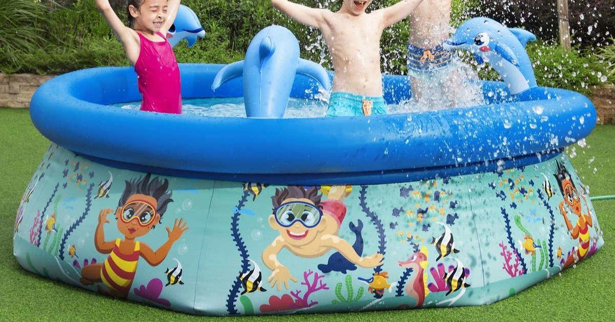 kids playing in filled H2OGO! Splash Pool Costco