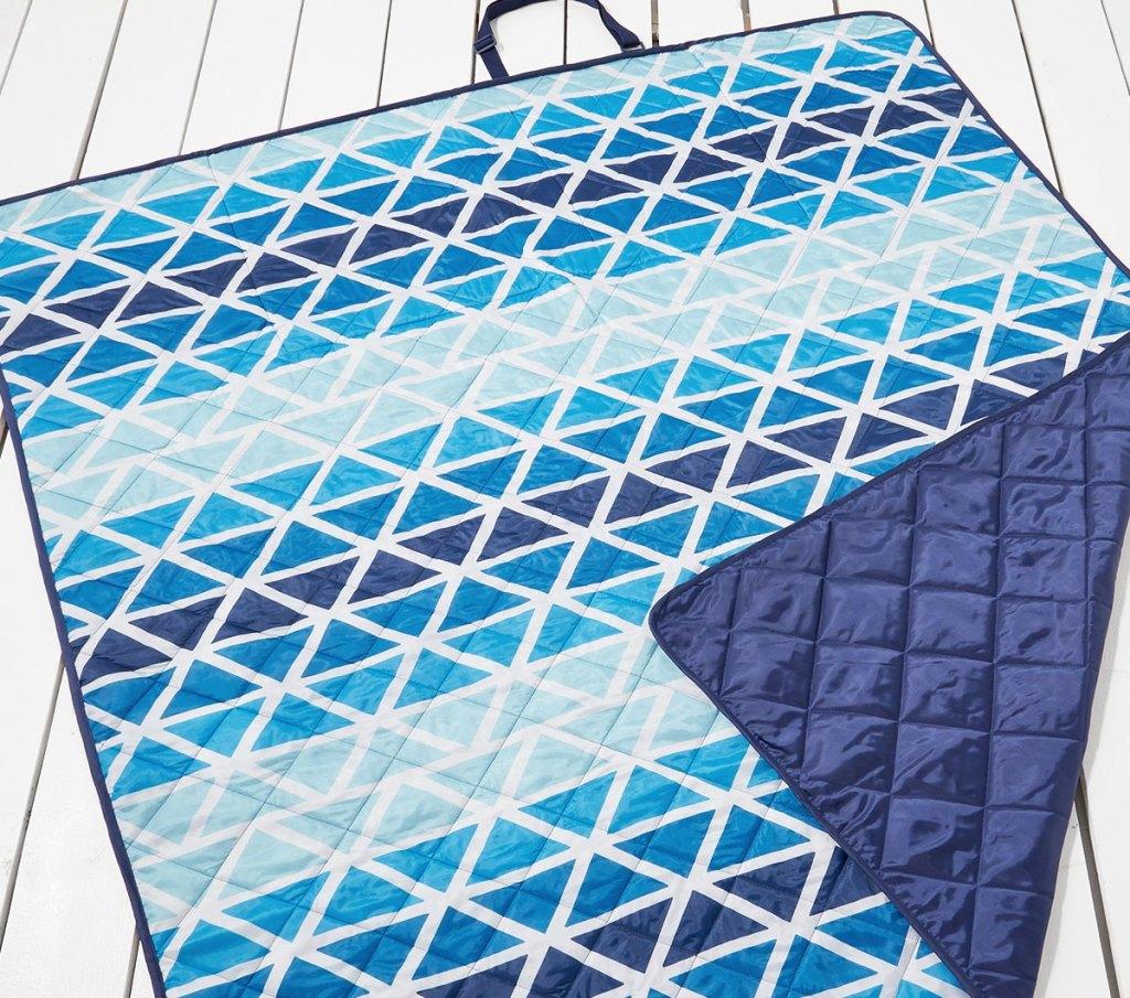 blue triangle print beach blanket