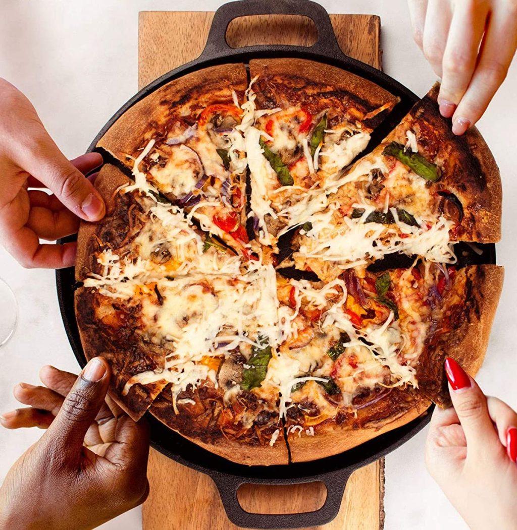 hands grabbing cuisinel pizza pan