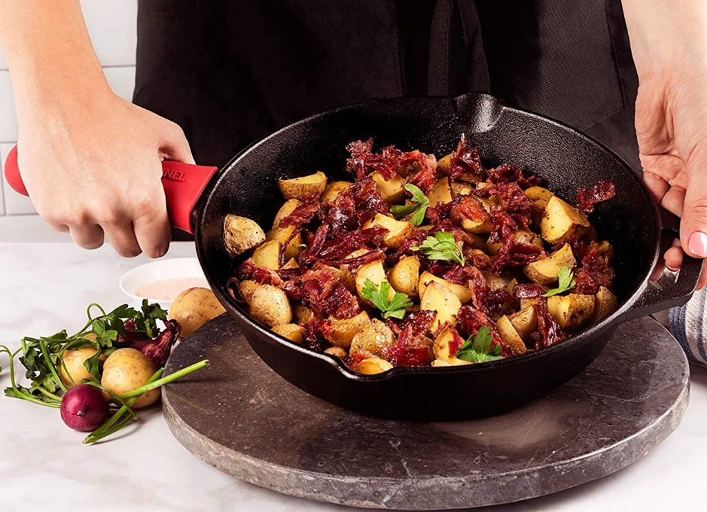 cusinel skillet with food in it