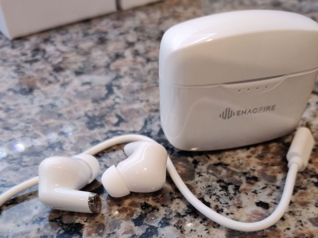 white Enacfire charging case and earbuds and cord