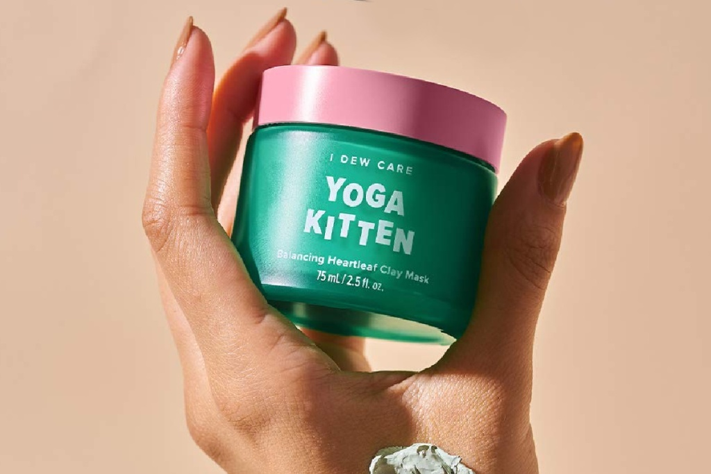 i dew care yoga kitten mask in hand
