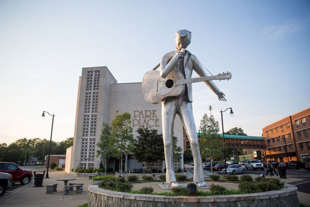 statue of man with guitar in Shoals, AL