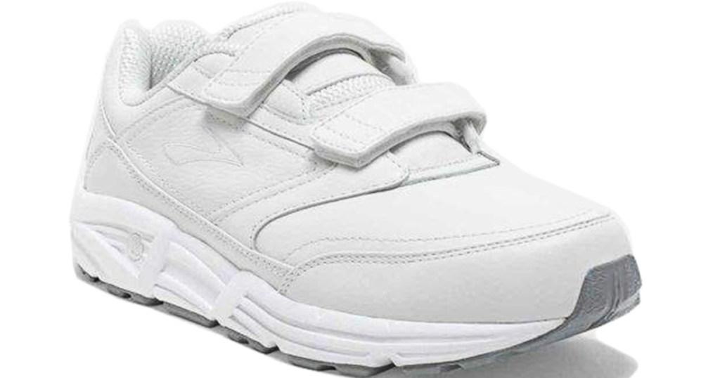 brooks women's walking shoes
