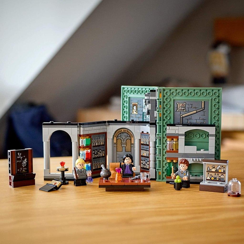 LEGO Harry Potter Hogwarts Moment- Potions Class