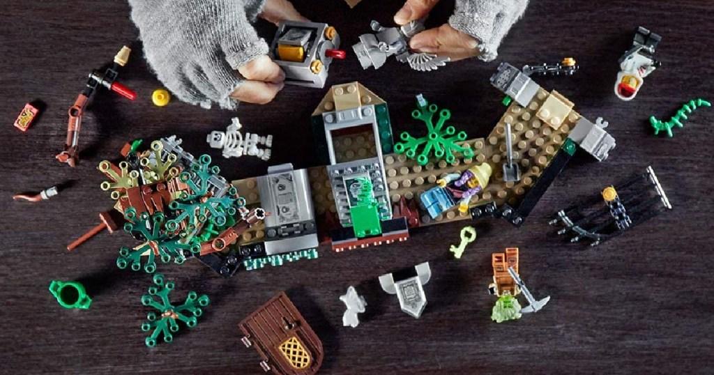 LEGO Hidden Side Graveyard Mystery 335-Piece Building Kit
