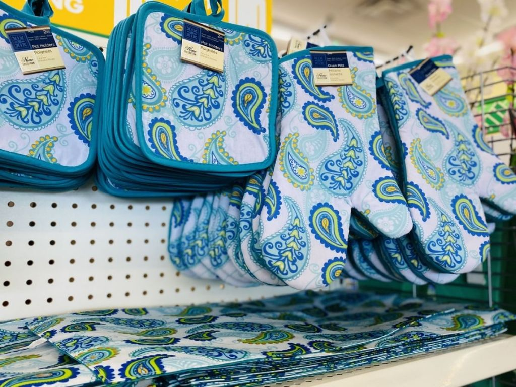 Paisley Potholders and Placemats