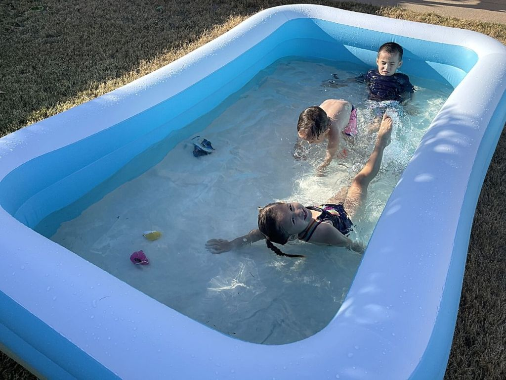 kids playing in Sable inflatable pool