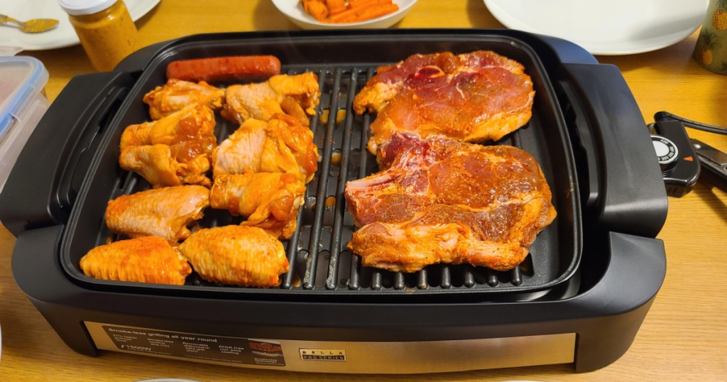 bella indoor smokeless grill with chicken on it