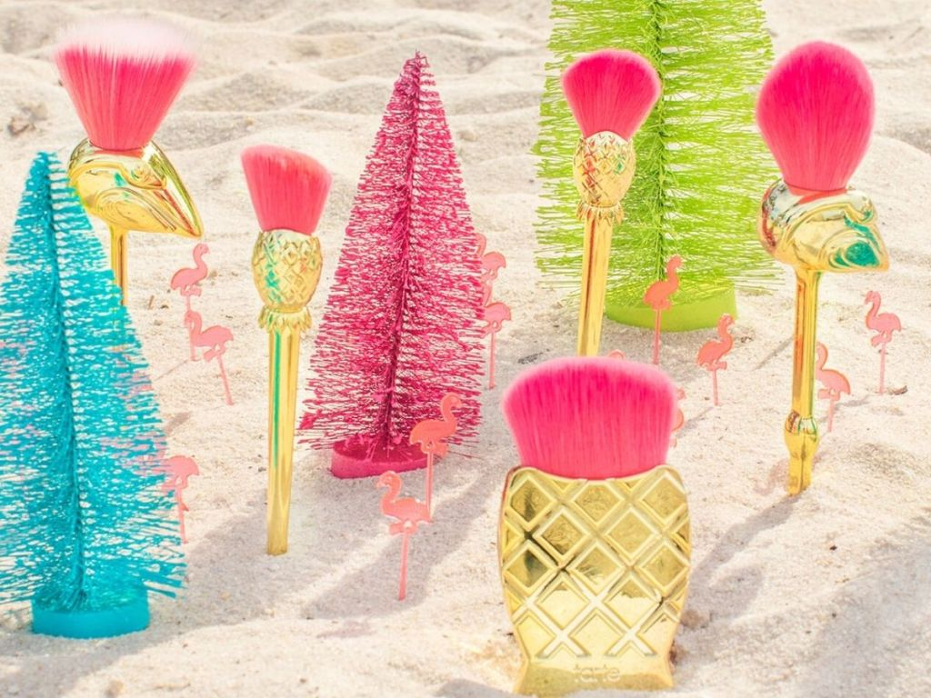 gold Flamingo brush set in sand