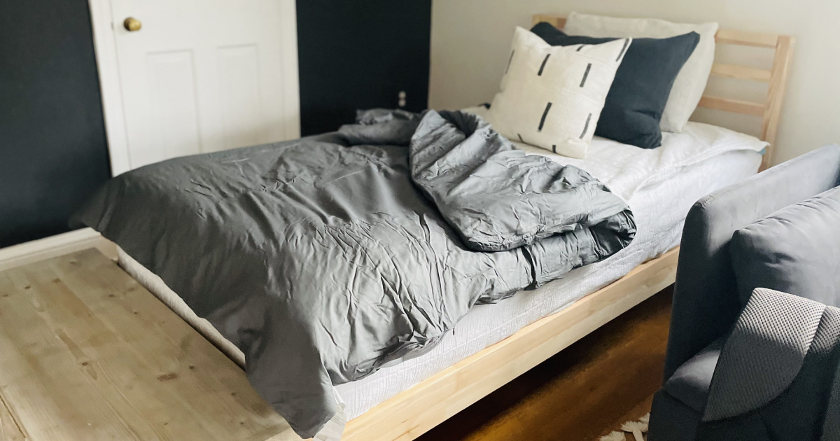 weighted blanket on twin bed