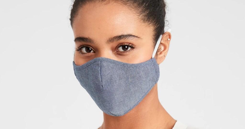 woman wearing banana republic face mask