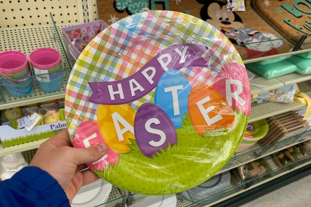 hand holding Happy Easter Paper Plates