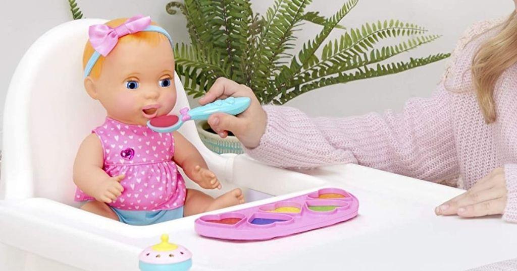 child feeding Mealtime Magic Mia