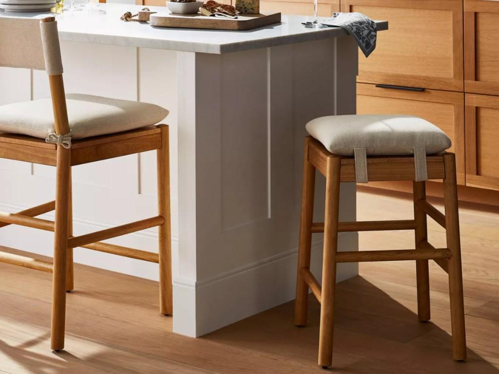 Threshold emery counter stool