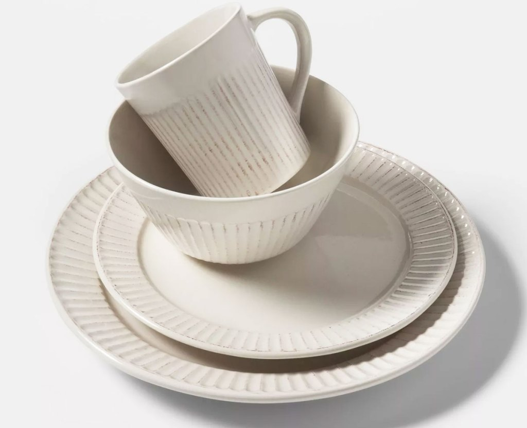 16-Piece Dinnerware Sets from $32.50 on Target.com (Regularly $50+)