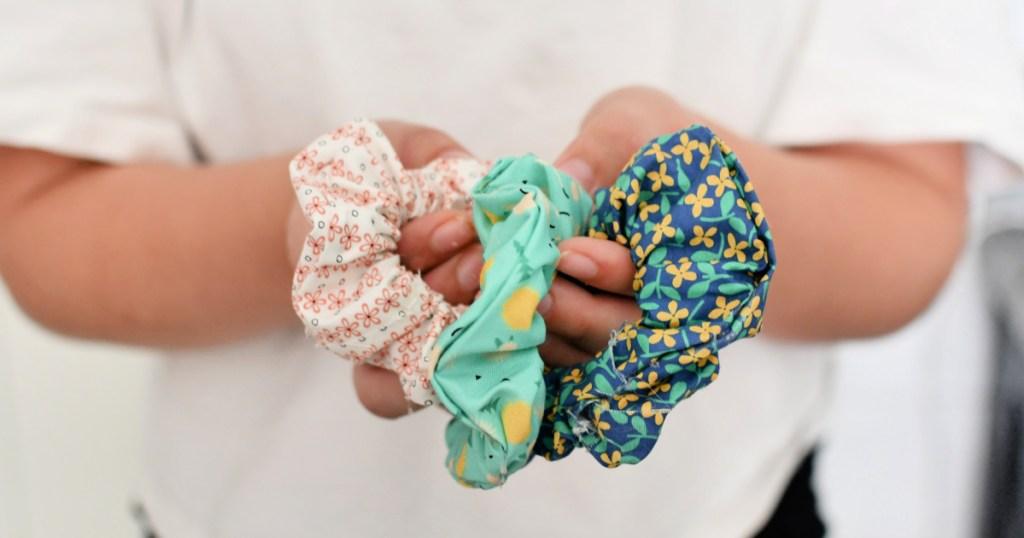 diy no sew scrunchies - how to make a scrunchie