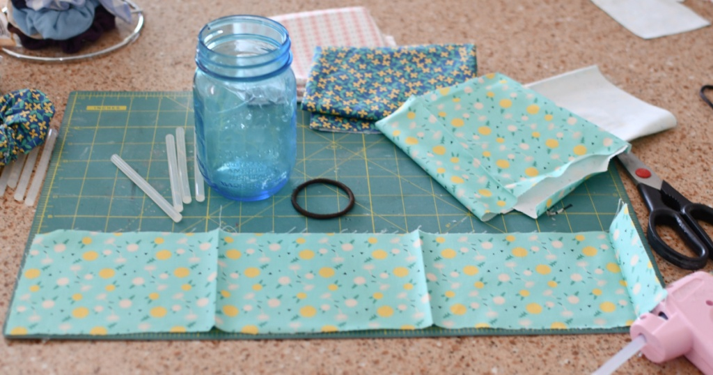 how to make a scrunchie using fabric