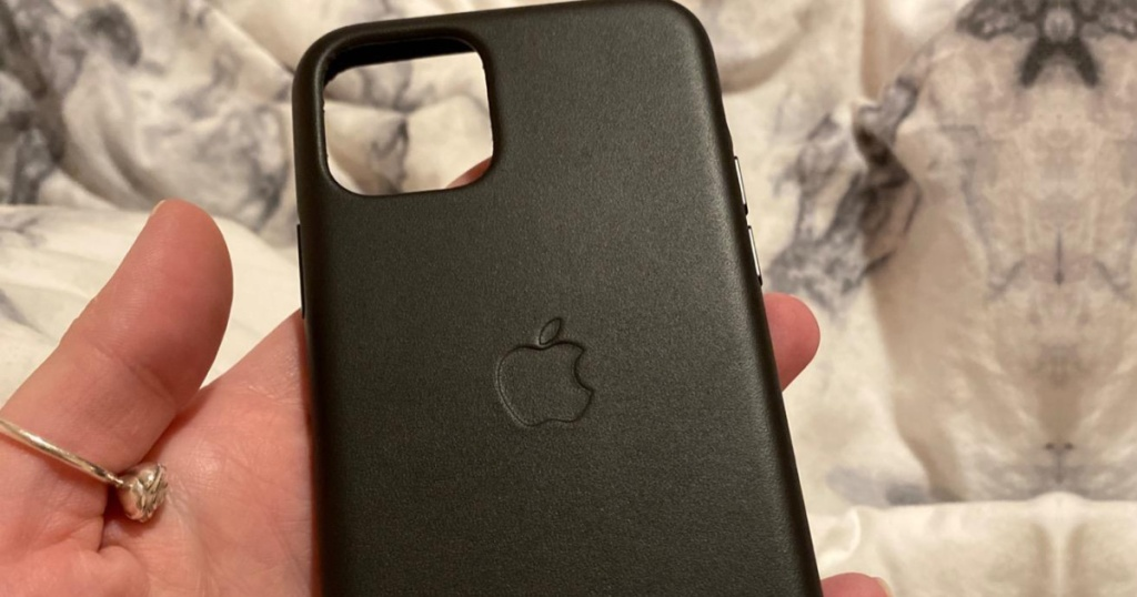 hand holding a leather apple iphone case