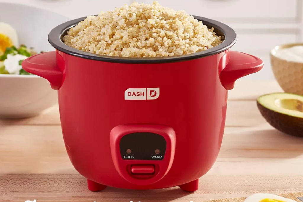 Small rice maker with quinoa inside