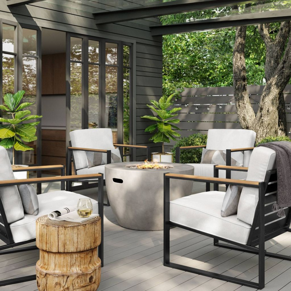 Oversized Henning patio chairs in outdoor setting