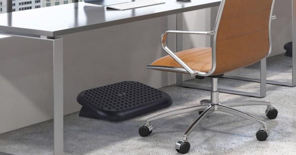 Adjustable Ergonomic Footrest under a desk