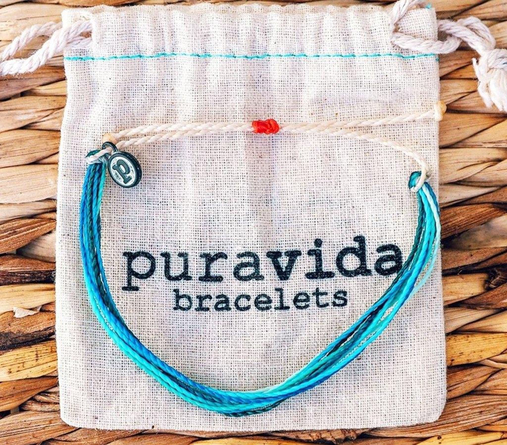blue bracelet on pura vida bag