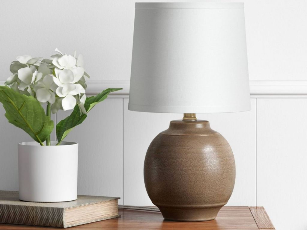 Threshold Ceramic Lampon table
