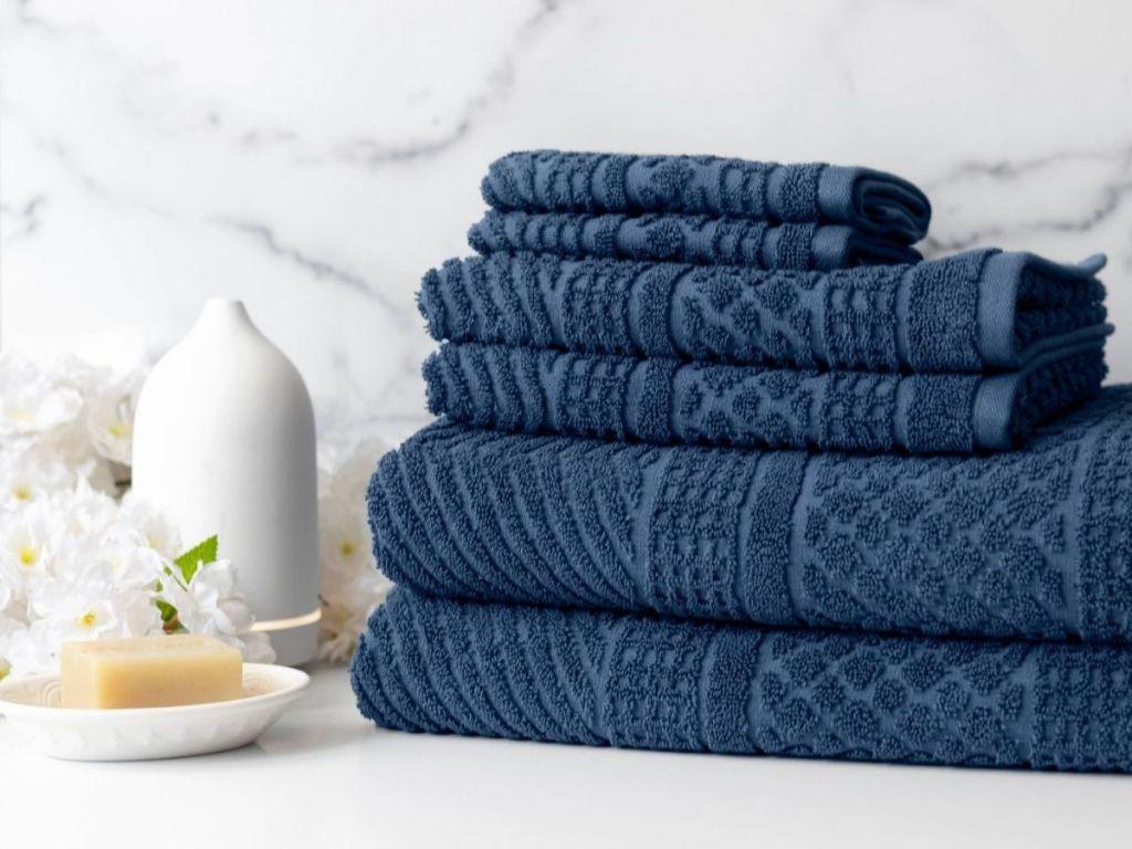 dark blue towels