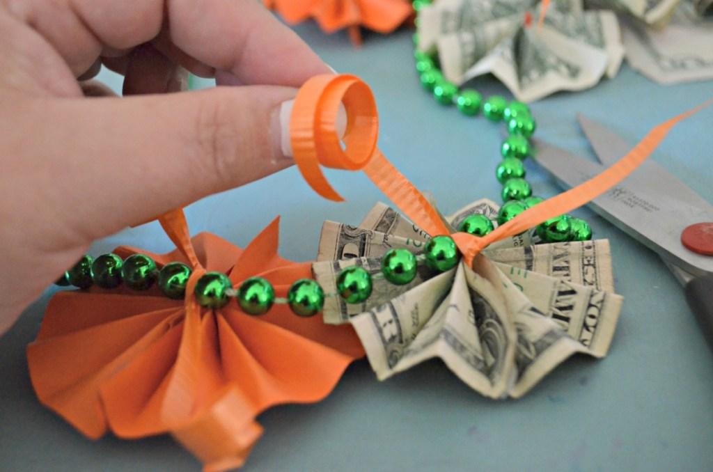 adding money to a graduation lei