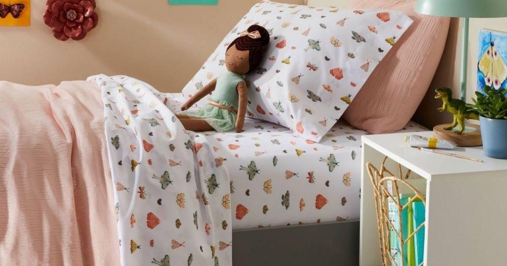 butterfly sheet set on bed in kids bedroom
