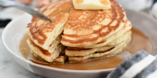 Here's How to Easily Make Old-Fashioned Fluffy Pancakes From Scratch!