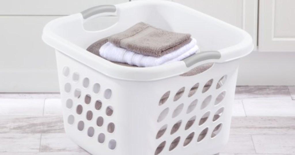 sterilite basket w/ clothes in it