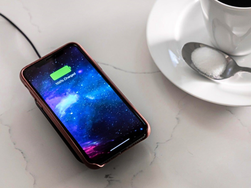 Mophie Universal Wireless Multi Coil Charge Stand