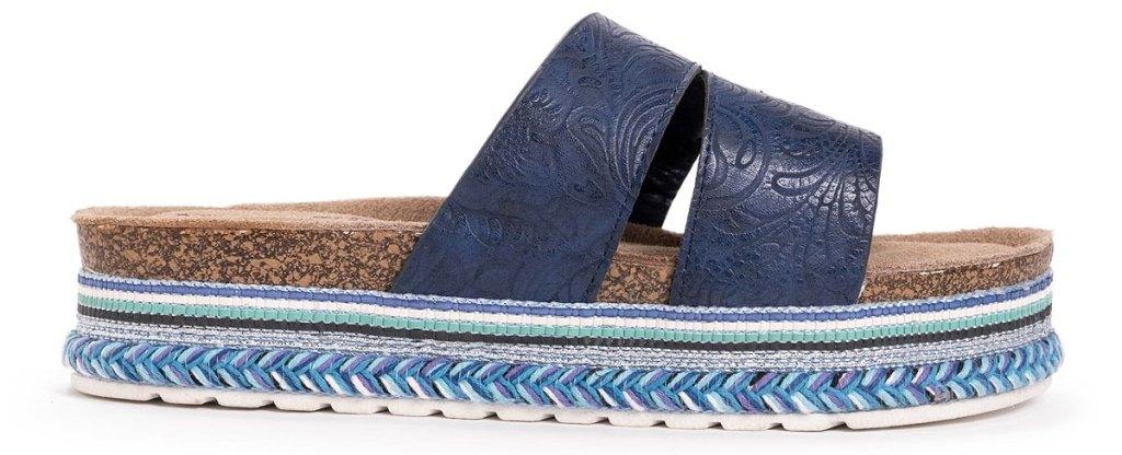 platform sandal with blue details