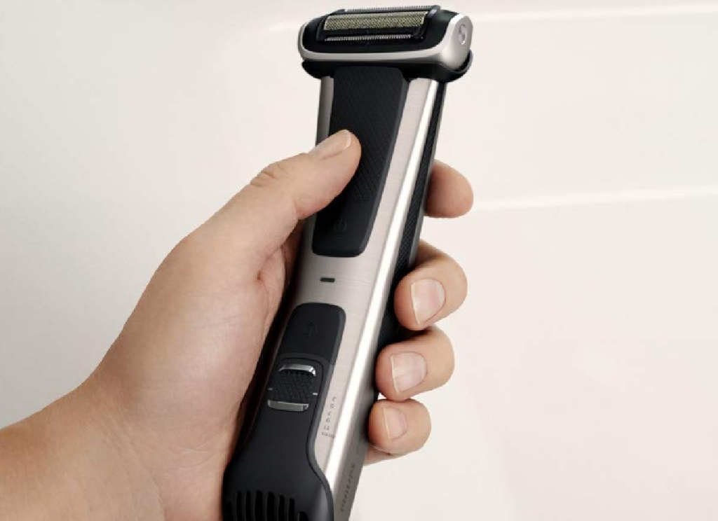 hand holding philips electric trimmer