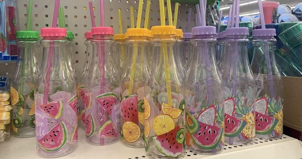 plastic summer themed cups and straws