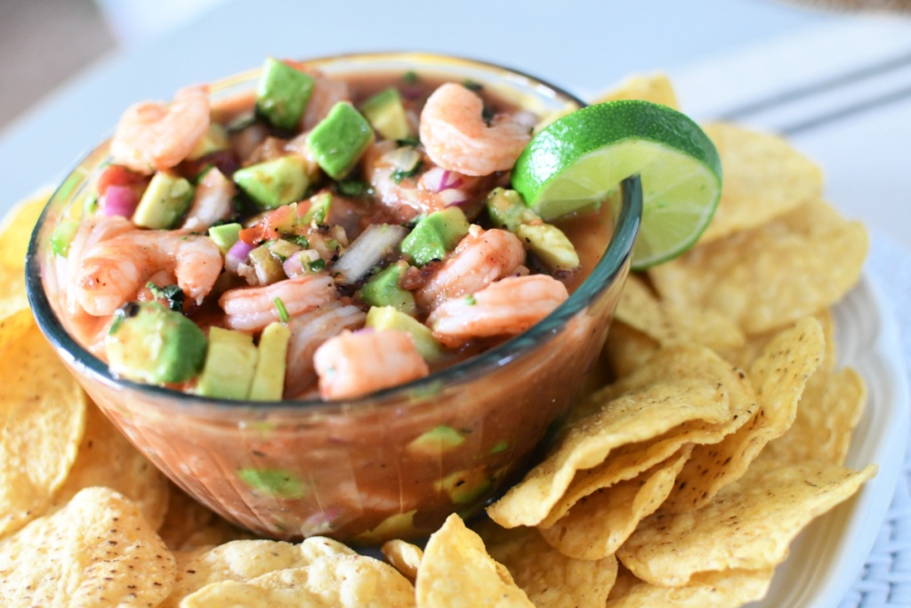 bowl of mexican shrimp cocktail