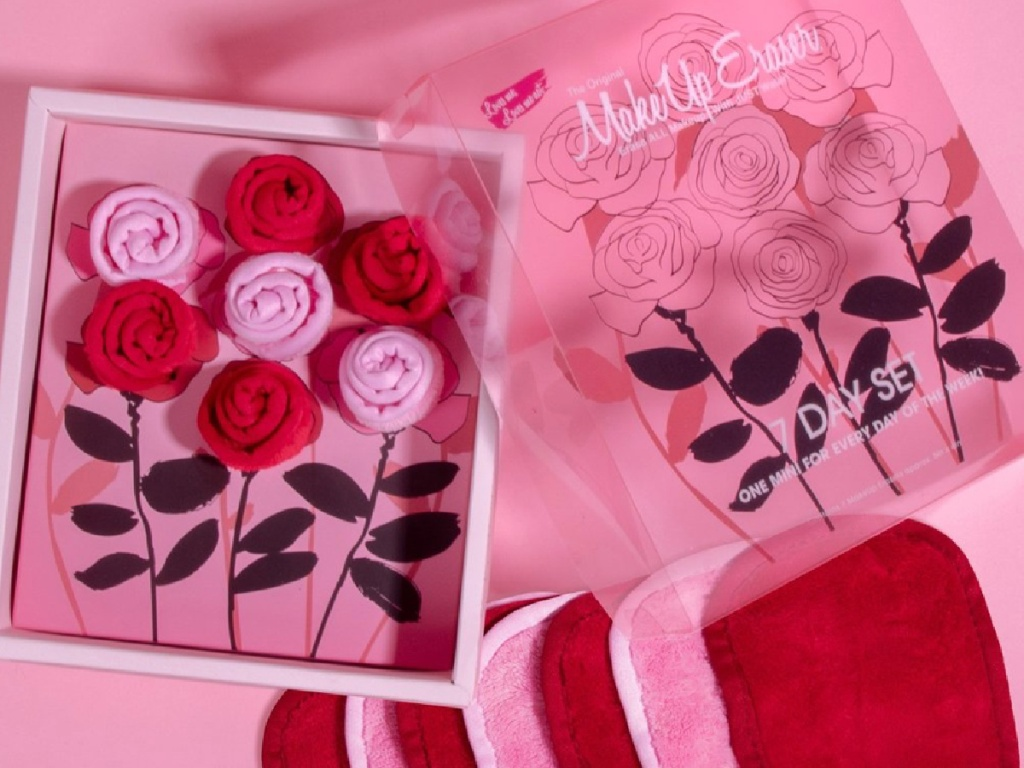 7 the original makeup eraser cloths in pink and red