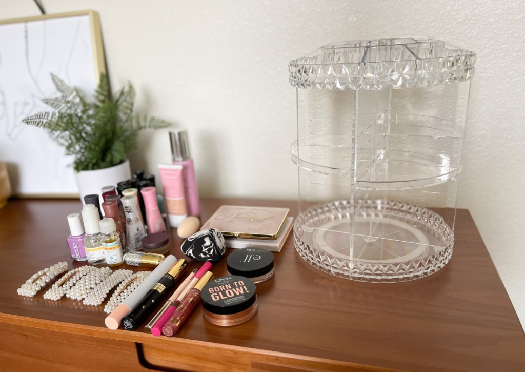 makeup organizer w: makeup