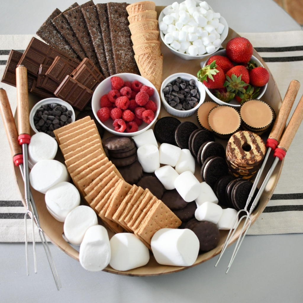 s'mores charcuterie board