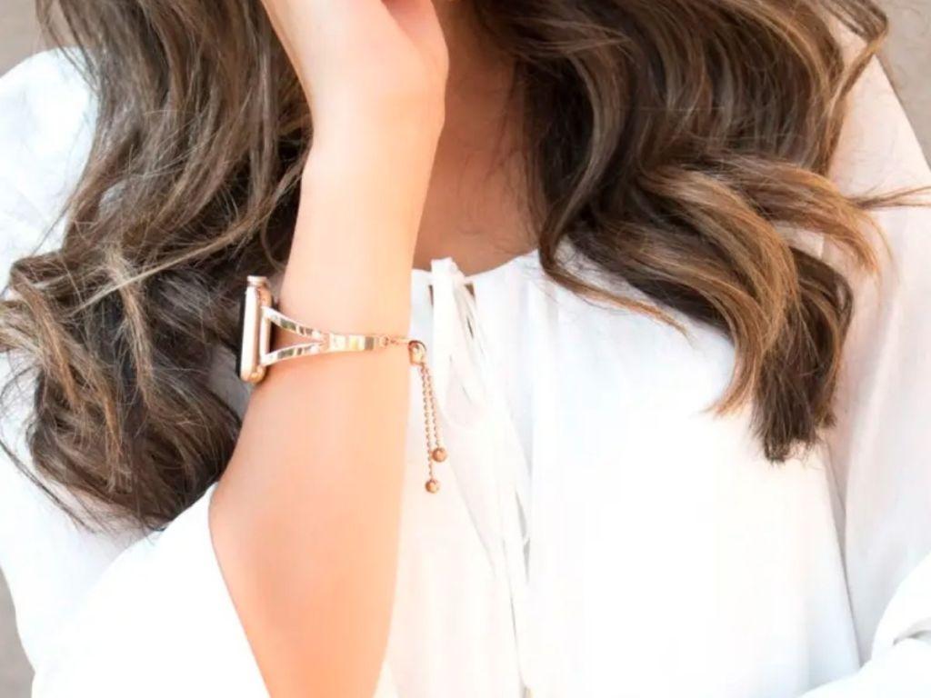 woman wearing rose gold apple watch bracelet