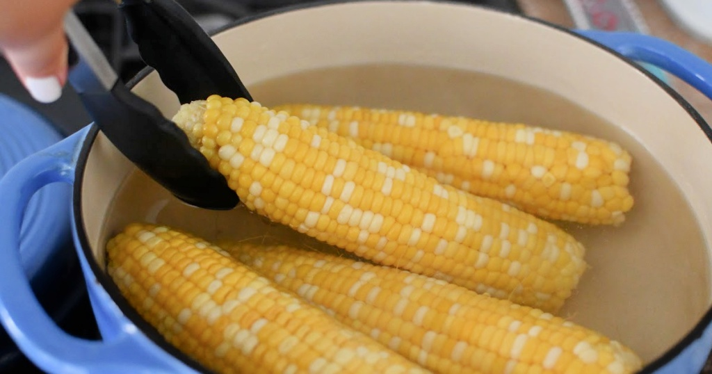 how to boil corn in boiling water